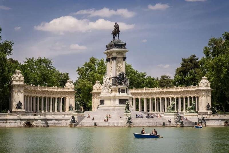 parque-el-retiro- atracciones turisticas en españa