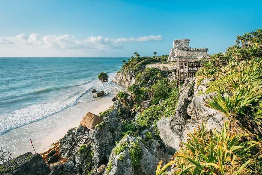 ruinas de tulum - escaleras hacia la playa
